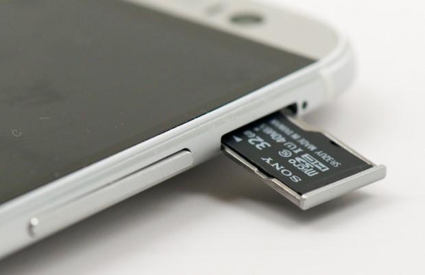 HTC-One-M8-vs-iPhone-5s 4