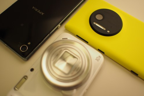 The beauty about Sony's camera design: no hump on the rear as compared to the Galaxy S4 Zoom from Samsung and the Nokia Lumia 1020.