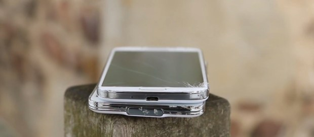 See how the Galaxy S5 vs Galaxy S4 durability tests turn out.