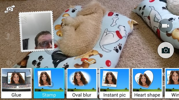 Use dual-camera on the Samsung Galaxy S5 camera app to get in the photo.