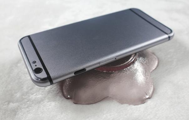 This dummy unit mirrors iPhone 6 rumors.