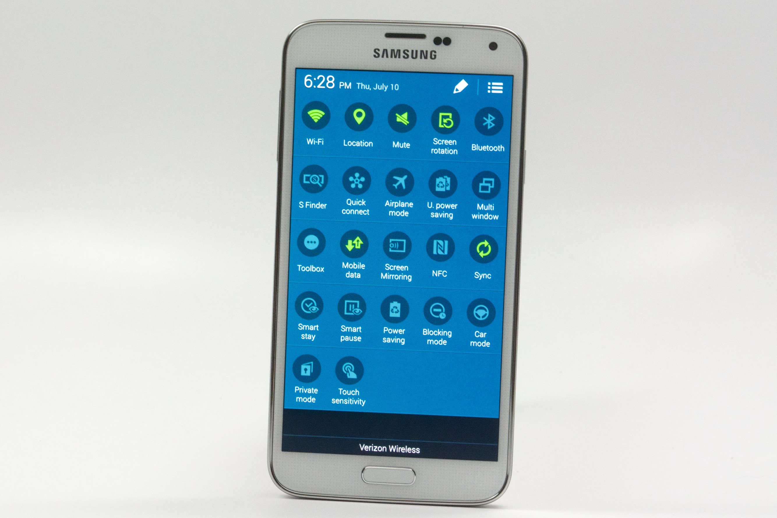 Samsung Includes Many Small Changes To Basic Android 442 Design With The Galaxy  S5