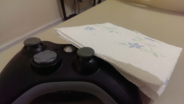 How to Clean an Xbox Controller (9)