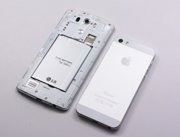Pop the back off to add storage or a spare LG G3 battery, but you can't do that on the iPhone 5s.