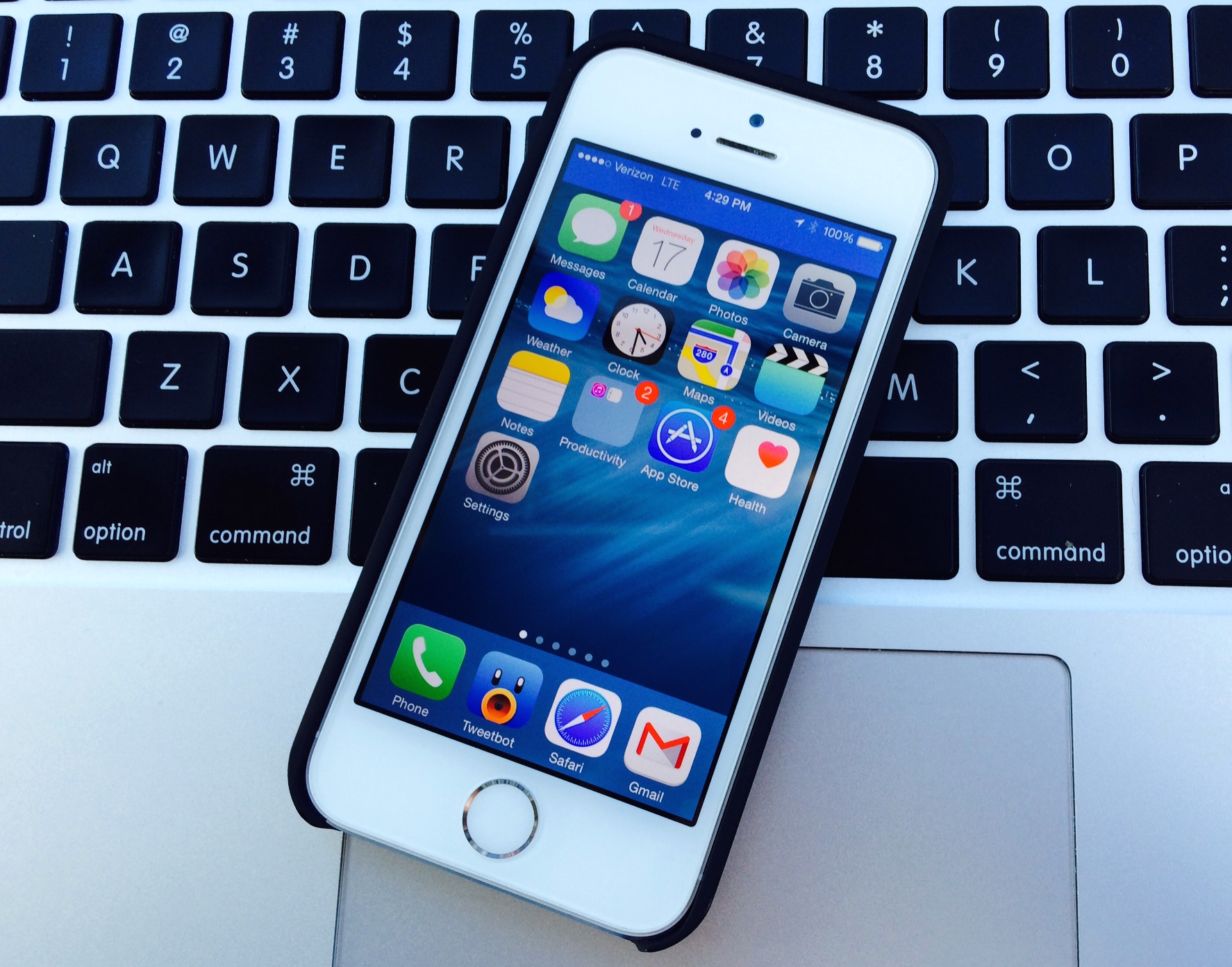 ios 8 on iphone 5s impressions and performance. Black Bedroom Furniture Sets. Home Design Ideas