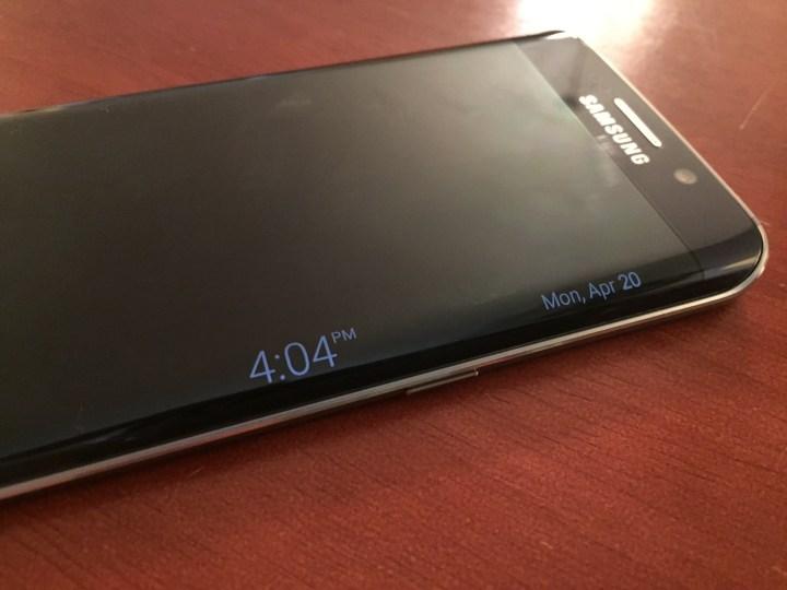 Turn on the Galaxy S6 Edge night clock.