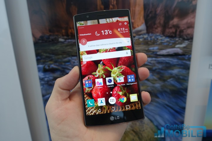 The LG G4 display is bright and beautiful, and it is in a small frame.