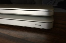The difference in thickness between the Retina MacBook Pro (top) and the $1,099 MacBook Pro.