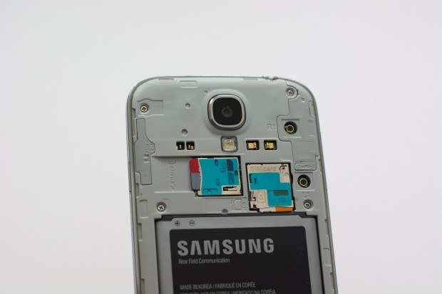 No MicroSD Card Slot + Battery