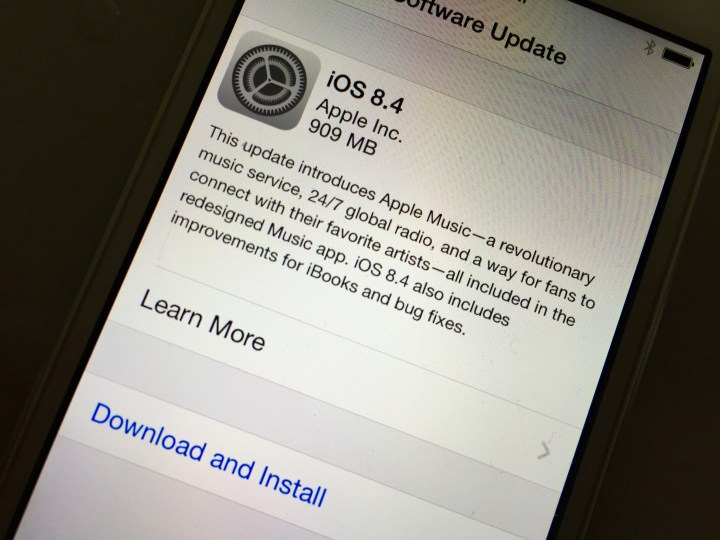 iPhone 4s iOS 8.4 Reviews