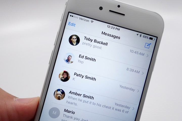 See contact photos in Messages on iPhone 6 now.