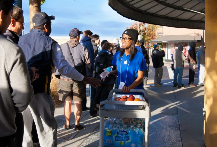 Apple will offer food and drinks while you wait in iPhone 6s release date lines. cdrin / Shutterstock.com