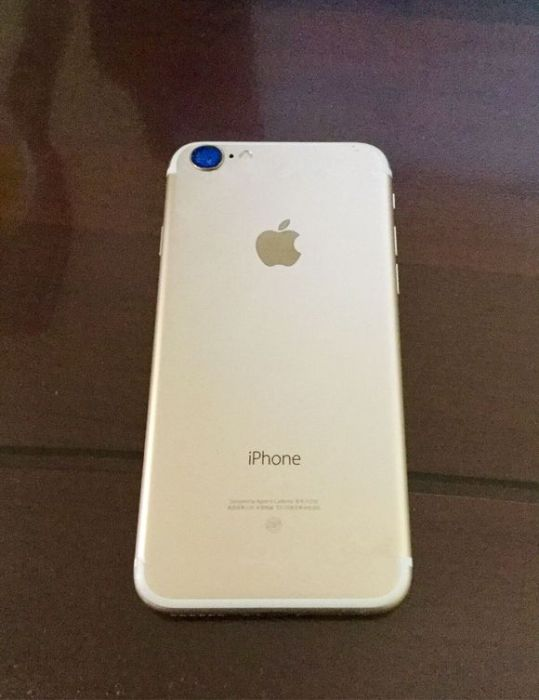 The timing is right, but it's not clear if this is a real iPhone 7 dummy unit.