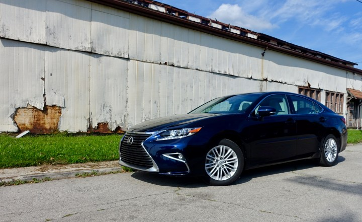 2016 Lexus ES350 Review - 10