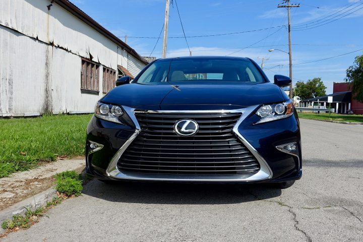 2016 Lexus ES350 Review - 21