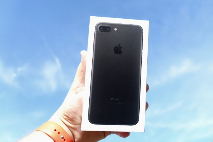 iPhone-7-Jet-Black-14