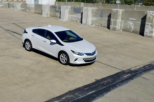 2017-chevy-volt-review-14