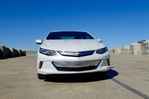 2017-chevy-volt-review-15
