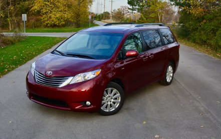 2017-toyota-sienna-review-1
