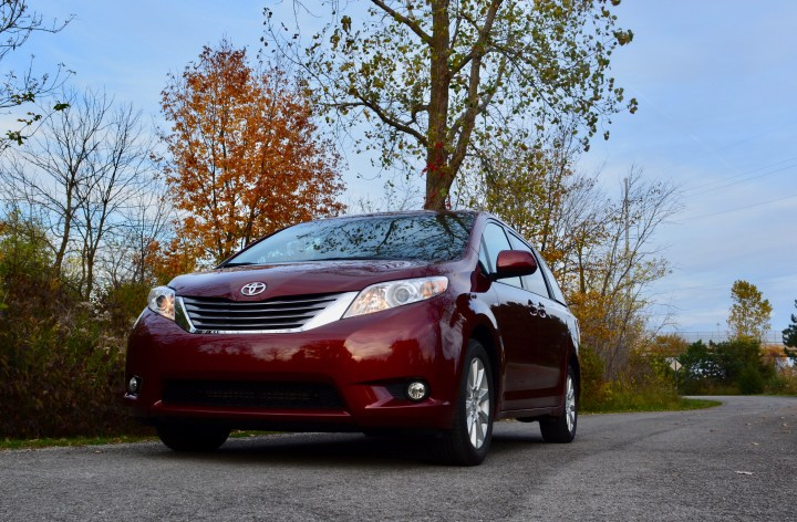 2017-toyota-sienna-review-7