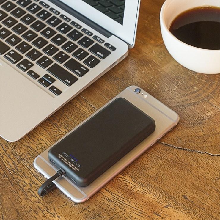 schosche-magicmount-powerbank-protective-on-phone