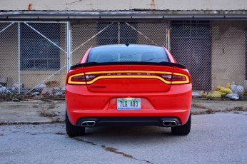2016-dodge-charger-sxt-review-11