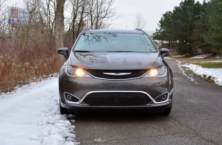 2017-chrysler-pacifica-review-7