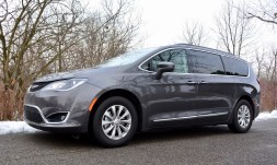 2017-chrysler-pacifica-review-8