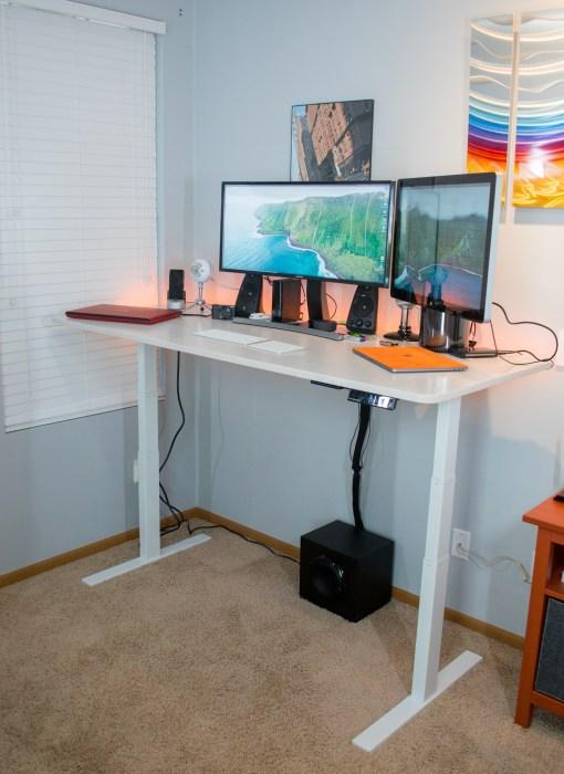 The Autonomous.ai SmartDesk 2 is an impressive sit-stand desk.