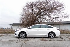 What you need to know about the 2017 Hyundai Sonata Plug-In Hybrid performance.