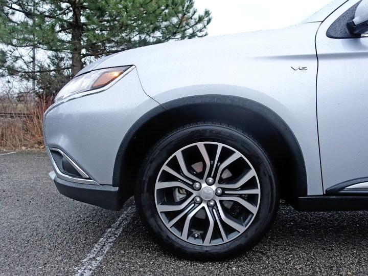 The 18-inch alloy wheels look quite sharp.