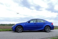 The 2017 Lexus IS 350 F Sport offers fun at your fingertips.
