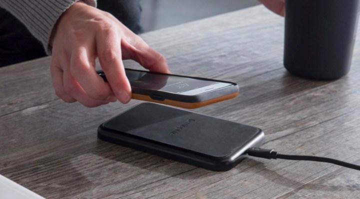 Med Mophie Charge Force iPhone 7-fodral kan du ladda din iPhone trådlöst.
