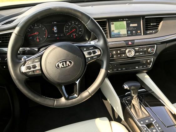 2017 Kia Cadenza Review - 9