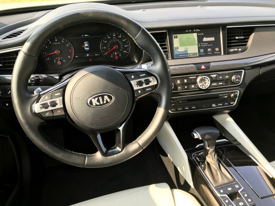 2017 Kia Cadenza Review - 9
