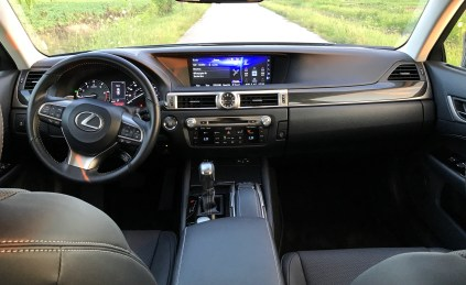 2017 Lexus GS 200t Review - 11