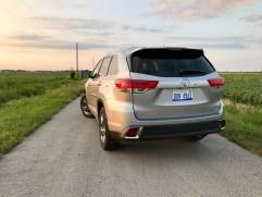 2017 Toyota Highlander Review - 22