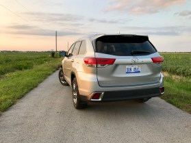 2017 Toyota Highlander Review - 22