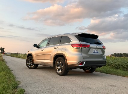 2017 Toyota Highlander Review - 23