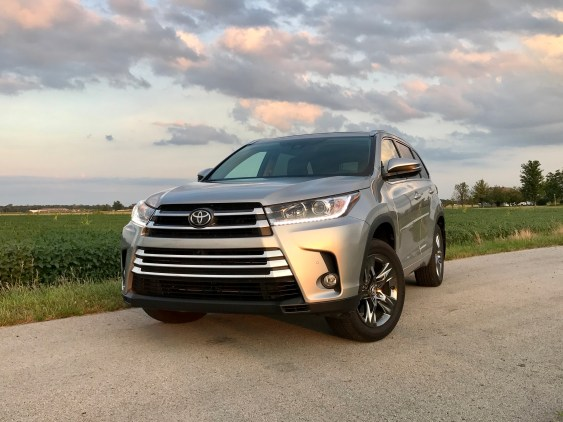 2017 Toyota Highlander Review - 26