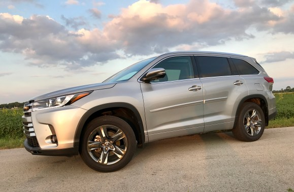2017 Toyota Highlander Review - 27