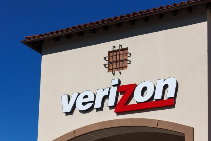 How to fix the Verizon All Circuits Are Busy Error stopping you from making calls. Ken Wolter / Shutterstock.com