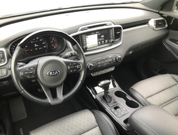 2017 Kia Sorento Review - 23
