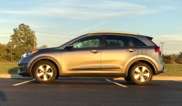 2017 Kia Niro Review - 14