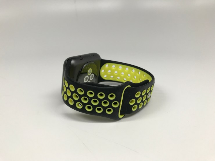 It looks like the Nike+ band, but it's much cheaper.