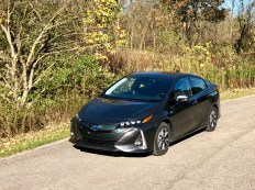 2017 Toyota Prius Prime Review - 18