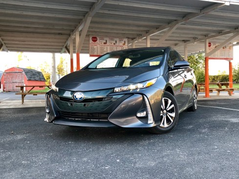 2017 Toyota Prius Prime Review - 9