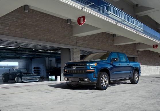 2019-Chevrolet-Silverado-012.jpg?w=557&h