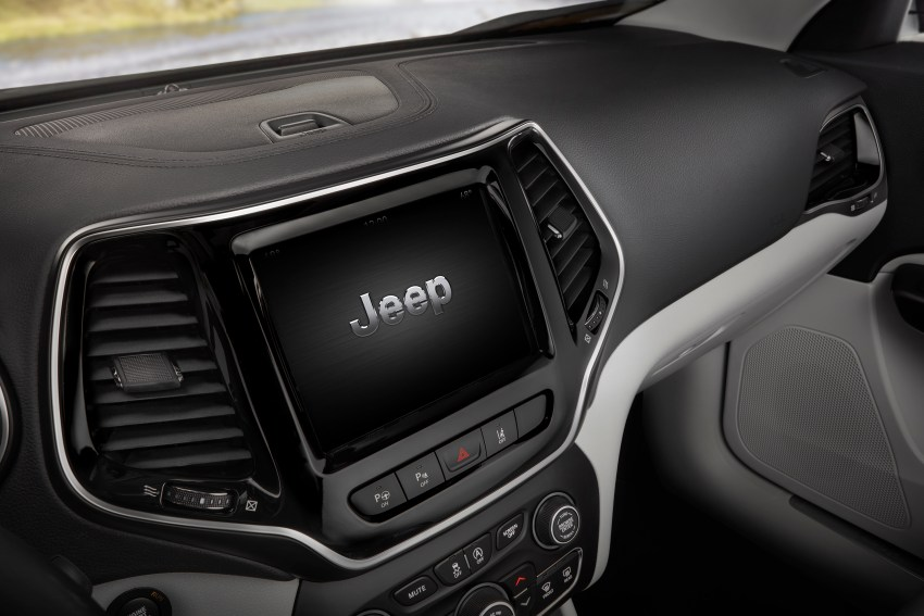 The 2019 Jeep Cherokee includes support for Apple CarPlay and Android Auto.