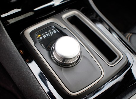 2018 Chrysler 300 Review - Shifter